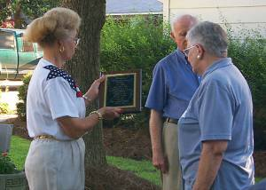 Barbara Gregory presenting Margaret Peake a plaque in memory of Thomas 'Hop' Peake