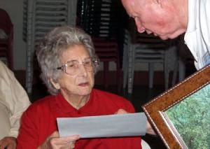 Ophelia Gregory Lyons, the oldest attendee receiving her certificate and a print of Juxa