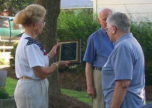 Barbara Gregory presenting Margaret Peake a plaque in memory of Thomas 'Hop' Peake